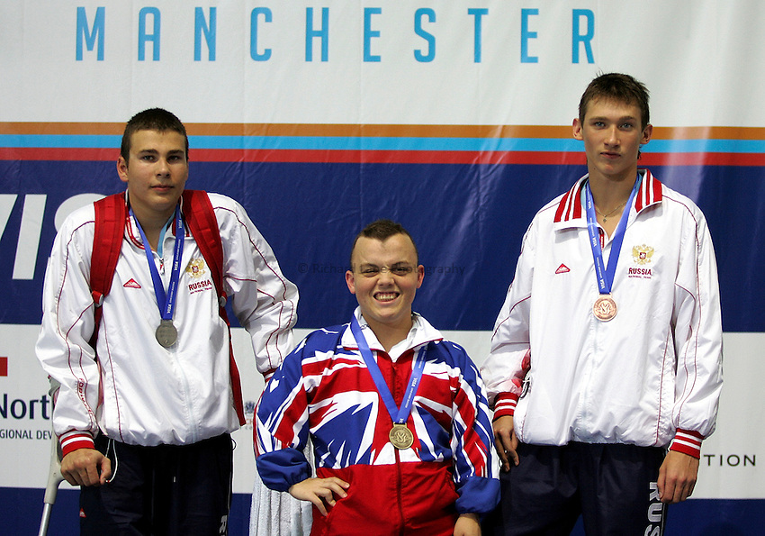 Photo: Paul Thomas..VISA Paralympic World Cup 2007. Swimming. 12/05/2007...Mens SM6 100m Breaststroke, (L-R) Alexey Fomenkov of Russia, Gareth Duke of Great Britain and Artem Zaharov of Russia.