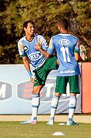 SÃO PAULO, 13 DE MAIO 2013 - TREINO PALMEIRAS - Os jogadores Vinicius(e) e Wesley(d)  durante treino na Academia de Futebol, na tarde desta segunda-feira(13) - FOTO: LOLA OLIVEIRA/BRAZIL PHOTO PRESS