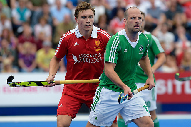 ENG - London, England, August 29: During the men bronze medal match between Ireland (green) and England (red) on August 29, 2015 at Lee Valley Hockey and Tennis Centre, Queen Elizabeth Olympic Park in London, England. Final score 4-2 (2-2). (Photo by Dirk Markgraf / www.265-images.com) *** Local caption *** Harry MARTIN #9 of England, Peter CARUTH #13 of Ireland