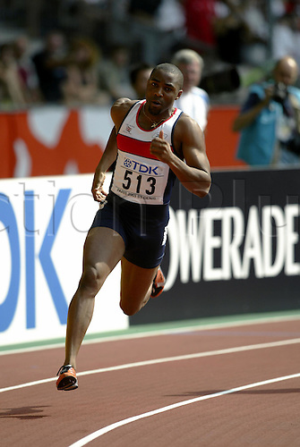 27 August 2003: British sprinter Darren Campbell (GBR) competing during the first round of the Men's 200m held at the Stade de France. The 9th World Athletics Championships, Saint-Denis, Paris, France. Photo: Neil Tingle/Action Plus...030827 athletics athlete champs track and field man men mens sprint sprinter sprinting run runner runs running sprints