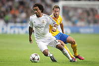 Real Madrid´s Marcelo (L) and Juventus´s Marchisio during Champions League 2013-14 match in Bernabeu stadium, Madrid. October 23, 2013. (ALTERPHOTOS/Victor Blanco)