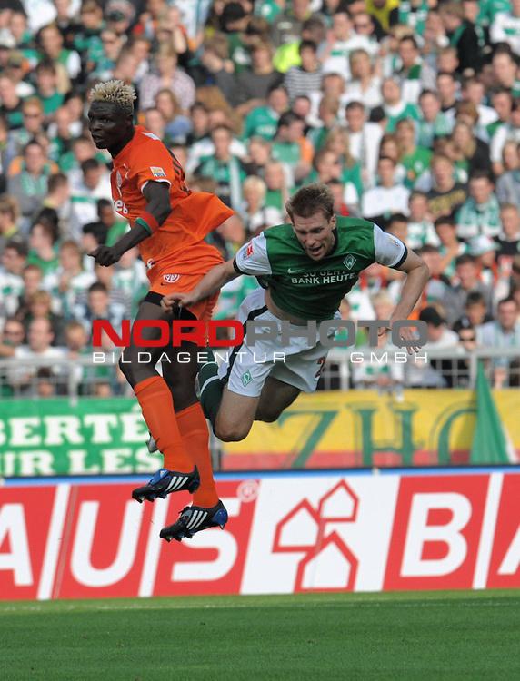 FBL 09/10  07. Spieltag Hinrunde / Weser Stadion<br /> Werder Bremen - Mainz05<br /> <br /> Aristide Banc&eacute; (Mainz #23) Per Mertesacker ( Bremen GER #29 )<br /> <br /> Foto &copy; nph ( nordphoto )