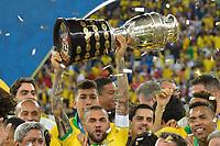 Rio de Janeiro (RJ), 07/07/2019 - Copa América / Final / Brasil x Peru - Daniel Alves do  Brasil comemora título da Copa América no Estádio do Maracanã no Rio de Janeiro neste domingo, 07. (Foto: Clever Felix/Brazil Photo Press)