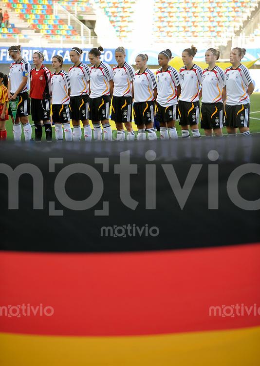 Fussball Frauen FIFA U 20  Weltmeisterschaft 2008    20.11.2008 Kongo - Deutschland       Kogo DR - Germany Die deutsche Nationalmannschaft waehrend der Nationalhymne.