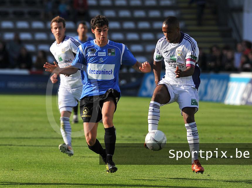 KSV Roeselare : Daniel Ternest in duel met Denis Odoi van Anderlecht.foto DAVID CATRY / BART VANDENBROUCKE / VDB