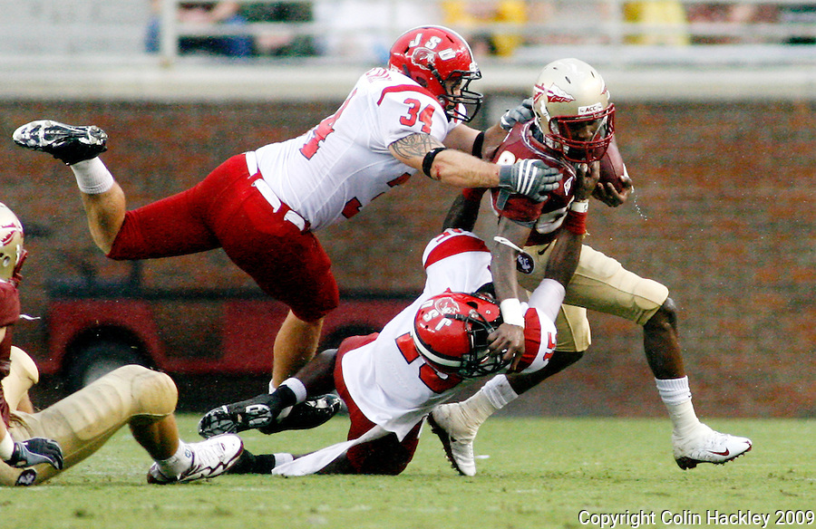 TALLAHASSEE, FL 9/12/09-FSU-JSUFB09 CH06-Florida State's Bert Reed battles Jacksonville State's Andrew Ridgeway, left, and T.J. Heath during first half action Saturday at Doak Campbell Stadium in Tallahassee. .COLIN HACKLEY PHOTO