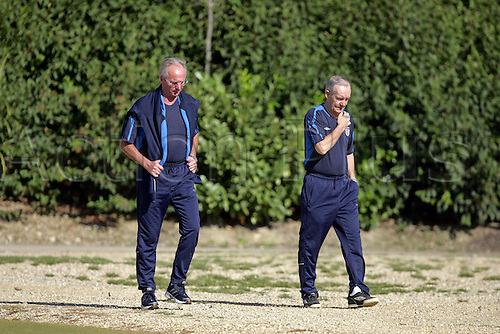 30 August 2005: England manager Sven Goran Eriksson and Scout Tord Grip at an England Team Training Session at London Colney Photo: Neil Tingle/Actionplus..050830 coach coaches soccer football.