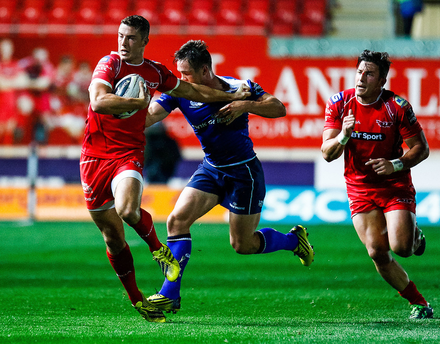 Scarlets' Steve Shingler in action during todays match<br /> <br /> Photographer Simon King/CameraSport<br /> <br /> Rugby Union - Guinness PRO12 - Scarlets v Leinster - Friday 16th October 2015 - The Liberty Stadium - Swansea<br /> <br /> &copy; CameraSport - 43 Linden Ave. Countesthorpe. Leicester. England. LE8 5PG - Tel: +44 (0) 116 277 4147 - admin@camerasport.com - www.camerasport.com