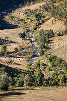Myanmar, (Burma), Shan State, Kengtung: Terraced rice fields and river in the Shan hills below Loimwe | Myanmar (Birma), Shan Staat, Kengtung: Reisterrassen und Fluss im Shan-Hochland bei Loimwe