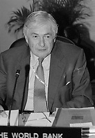 James D. Wolfensohn, World Bank Group President  atttend the  Summit of G-20 Countries in Ottawa on Saturday, November 17, 2001.<br /> <br /> PHOTO : Agence Quebec Presse