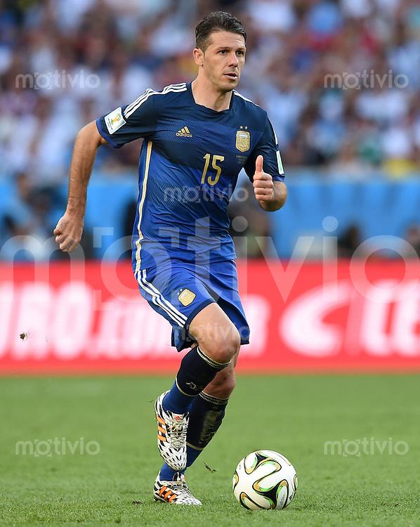FUSSBALL WM 2014                FINALE Deutschland - Argentinien     13.07.2014 Martin Demichelis (Argentinien) am Ball