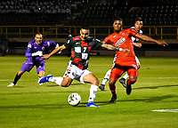 TUNJA-COLOMBIA, 29-01-2020: Bryan Urueña de Boyacá Chicó F. C., y Martín Payares de Patriotas Boyacá F. C., disputan el balón durante partido entre Boyacá Chicó F. C. y Patriotas Boyacá F. C., de la fecha 2 por la Liga BetPlay DIMAYOR I 2020 en el estadio La Independencia en la ciudad de Tunja. / Bryan Urueña of Boyacá Chicó F. C., and Martin Payares of Patriotas Boyacá F. C., figth the ball, during a match between Boyacá Chicó F. C. and Patriotas Boyacá F. C., of the 2nd date for the BetPlay DIMAYOR Leguaje I 2020 at La Independencia stadium in Tunja city. / Photo: VizzorImage / Edward Leguizamón / Cont.