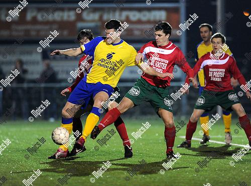 2012-03-17 / Voetbal / seizoen 2011-2012 / Ternesse - Antonia / Wesley Steemans (L, Ternesse) met Jan Jaspers in de rug..Foto: Mpics.be