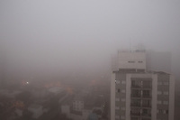 SAO PAULO, SP, 21-05-2014, NEBLINA. Sao Paulo amanheceu nessa quarta-feira (21) sob forte neblina na região da Mooca.         Luiz Guarnieri/ Brazil Photo Press.