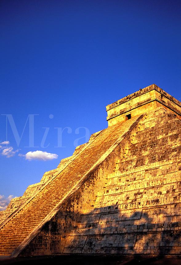 Mexico, Chichen Itza, El Castillo ( Pyramid of Kukulcan)