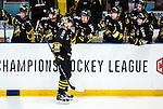 Stockholm 2014-09-11 Ishockey Hockeyallsvenskan AIK - S&ouml;dert&auml;lje SK :  <br /> AIK:s Fredrik Hynning gratuleras av lagkamrater efter sitt 1-0 m&aring;l<br /> (Foto: Kenta J&ouml;nsson) Nyckelord:  AIK Gnaget Hockeyallsvenskan Allsvenskan Hovet Johanneshovs Isstadion S&ouml;dert&auml;lje SK SSK jubel gl&auml;dje lycka glad happy