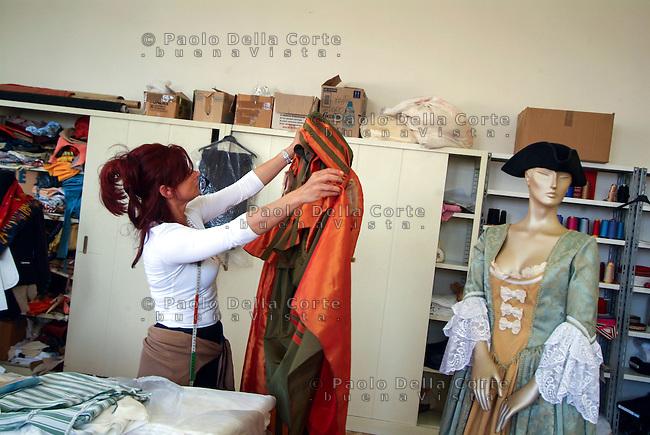 Venezia- Carcere Femminile, Sartoria: Katarina Miroslava al lavoro su  un costume d'epoca<br /> &copy; Paolo della Corte/AGF