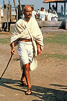 Gandhi (1982) <br /> Ben Kingsley<br /> *Filmstill - Editorial Use Only*<br /> CAP/MFS<br /> Image supplied by Capital Pictures