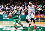 S&ouml;dert&auml;lje 2015-04-10 Basket SM-Semifinal 5 S&ouml;dert&auml;lje Kings - Sundsvall Dragons :  <br /> S&ouml;dert&auml;lje Kings John Roberson i kamp om bollen med Sundsvall Dragons Akeem Wright under matchen mellan S&ouml;dert&auml;lje Kings och Sundsvall Dragons <br /> (Foto: Kenta J&ouml;nsson) Nyckelord:  S&ouml;dert&auml;lje Kings SBBK T&auml;ljehallen Sundsvall Dragons
