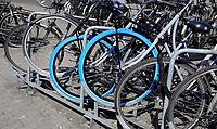 Nederland -  Amsterdam -  april 2019.   SWAPfietsen met blauwe band.     Foto Berlinda van Dam / Hollandse Hoogte