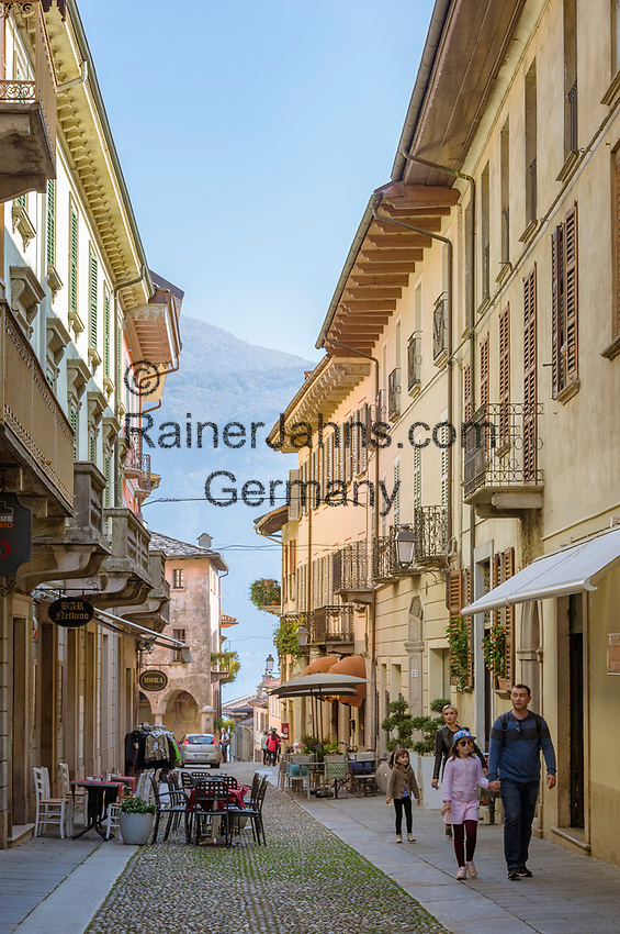 Italy, Piedmont, Cannobio: picturesque small town with historical old town, lane | Italien, Piemont, Cannobio: malerisches Staedtchen mit historischem Altstadtkern, Altstadtgasse