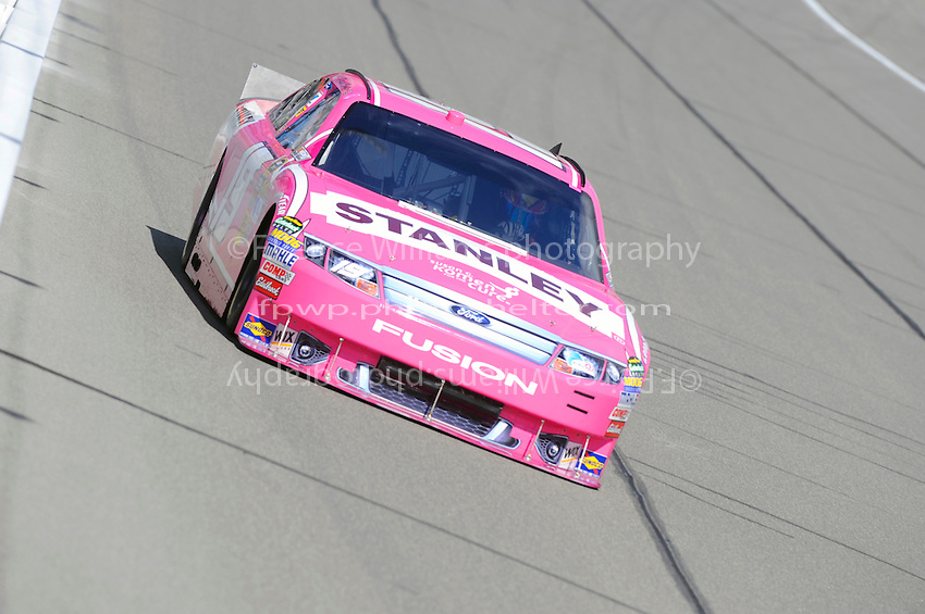 Elliott Sadler (#19)
