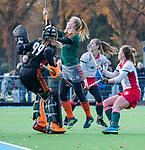TILBURG  - hockey- Keeper Puck van den Blink (WereDi) met oa Sietske Loots (WereDi)   tijdens de wedstrijd Were Di-MOP (1-1) in de promotieklasse hockey dames.   COPYRIGHT KOEN SUYK