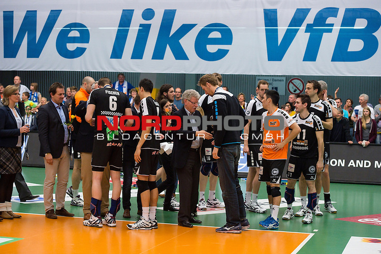 03.05.2015, ZF Arena, Friedrichshafen<br /> Volleyball, Bundesliga Maenner, Play-offs Finale 5, VfB Friedrichshafen vs. Berlin Recycling Volleys<br /> <br /> Robert Kromm (#3 Berlin), Felix Fischer (#6 Berlin), Kawika Shoji (#7 Berlin), Paul Carroll (#12 Berlin), Erik Shoji (#2 Berlin) erhalten Medaille / Silbermedaille<br /> <br />   Foto &copy; nordphoto / Kurth