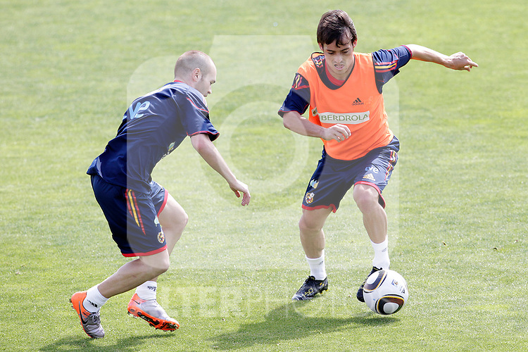 MADRID (25/05/09).- The Spanish Soccer national training session.  David Silva and Iniesta...PHOTO: Cesar Cebolla / ALFAQUI