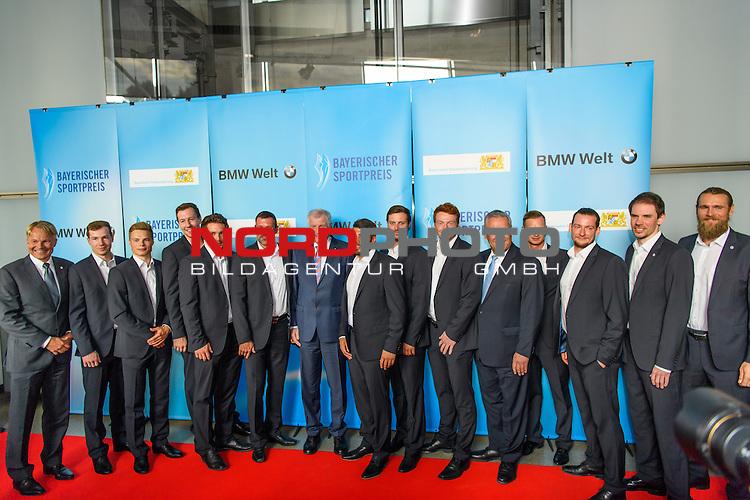 16.07.2016, BMW Welt, Muenchen, GER, Bayerische Sportpreis 2016, im Bild DIe Handball Europameister mit Horst Seehofer<br /> <br />  Foto &copy; nordphoto / Straubmeier