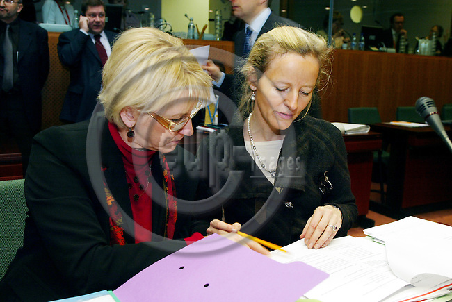 BRUSSELS - BELGIUM - 21 FEBRUARY 2005 --European Foreign Ministers meet on General Affairs and External Relations-- Margot WALLSTRïM (Wallstrom, Wallstroem) (L) Vice-President of the European Commission and in charge of Institutional Relations and Communication Strategy with a member of her cabinet Anne BERGENFELT in charge of Relations with the Council. --  PHOTO: ERIK LUNTANG / EUP-IMAGES
