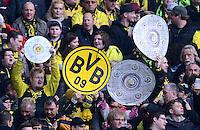 Fussball 1. Bundesliga :  Saison   2010/2011   32. Spieltag  21.04.2012 Borussia Dortmund - Borussia Moenchengladbach Borussia Dortmund Fans mit der Meisterschale