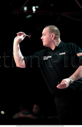 SHAYNE BURGESS, Skol PDC World Darts Championship, Circus Tavern, Purfleet 020102 Photo:Neil Tingle/Action Plus...2002.target sports