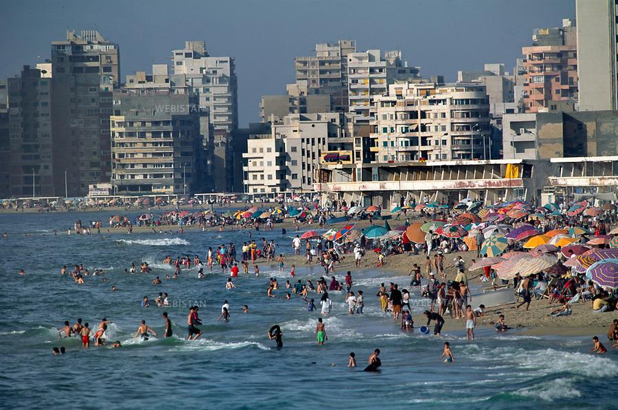 Egypt. Alexandria. 1996... The concrete buildings overhang the beach....Egypte. Alexandrie. 1996. Les immeubles en beton surplombent la plage.