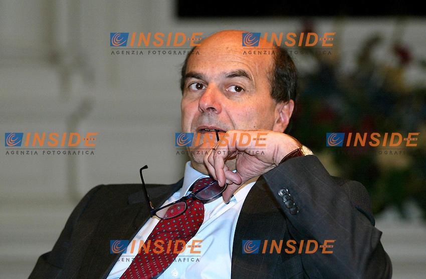 Roma 1 Marzo 2003<br /> Conferenza Nazionale DS<br /> &quot;Reagire al declino economico dell'Italia&quot;<br /> Pierluigi Bersani, responsabile economico dei Democratici di sinistra