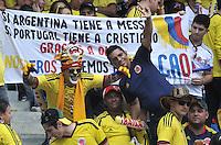 BARRANQUILLA - COLOMBIA - 11-06-2013: Fanaticos de Colombia, animan a su equipo durante partido en el estadio Metropolitano Roberto Melendez de la ciudad de Barranquilla, junio 11 de 2013. Colombia y Peru disputan partido en la fecha 14 de la jornada clasificatoria a la Copa Mundo FIFA Brasil 2014. (Foto: VizzorImage / Luis Ramirez / Staff). The fans of Colombia yells for their team during a game in the Metropolitan stadium Roberto Melendez in Barranquilla, June 11, 2013. Colombia and Peru disputing a match on the date 14 of the qualifying for FIFA World Cup Brazil 2014. (Photo: VizzorImage / Luis Ramirez / Staff.)