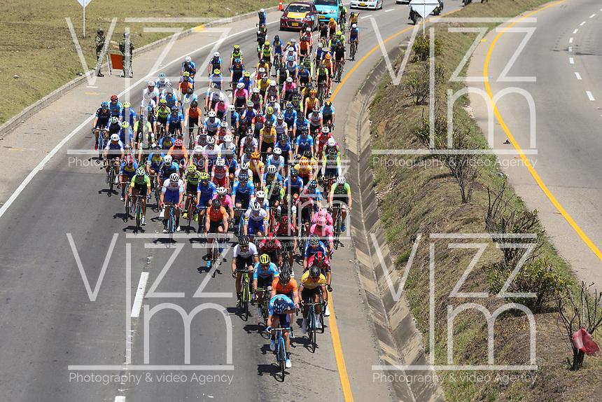 TUNJA - COLOMBIA, 13-02-2020: Pelotón de ciclistas durante la tercera etapa del Tour Colombia 2.1 2020 con un recorrido de 177,7 km que se corrió entre Paipa y Sogamoso, Boyacá. / main group of bike riders during the third stage of 177,7 km as part of Tour Colombia 2.1 2020 that ran between Paipa and Sogamoso, Boyaca.  Photo: VizzorImage / Darlin Bejarano / Cont