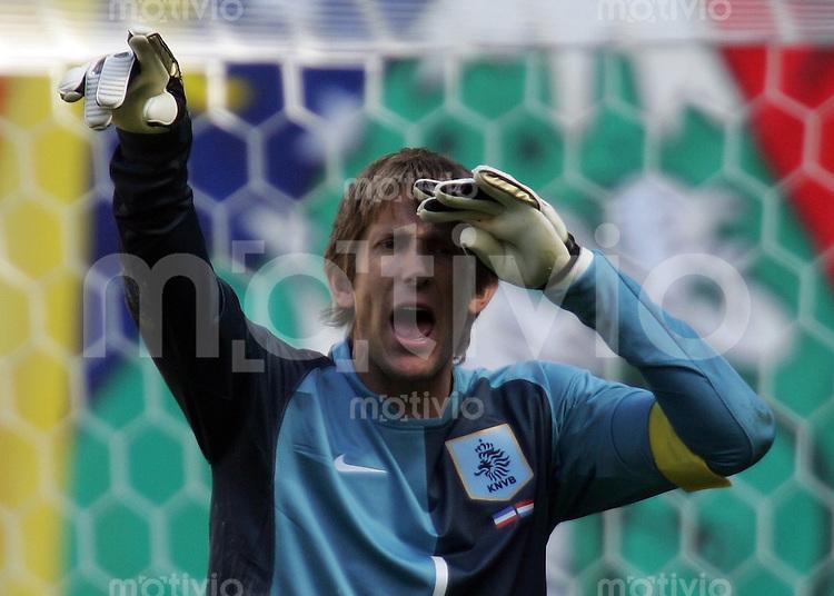Fussball WM 2006  Gruppenspiel  Vorrunde Gruppe C  Serbien Montenegro - Holland  Torwart Edwin VAN DER SAAR (NED) gestikuliert