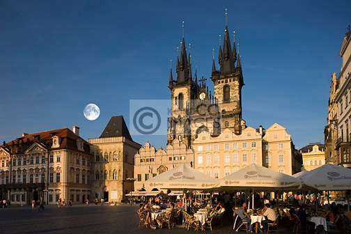 STREET CAFES TYN CHURCH OLD TOWN SQUARE STAROMESTSKE NAMESTI PRAGUE CZECH REPUBLIC