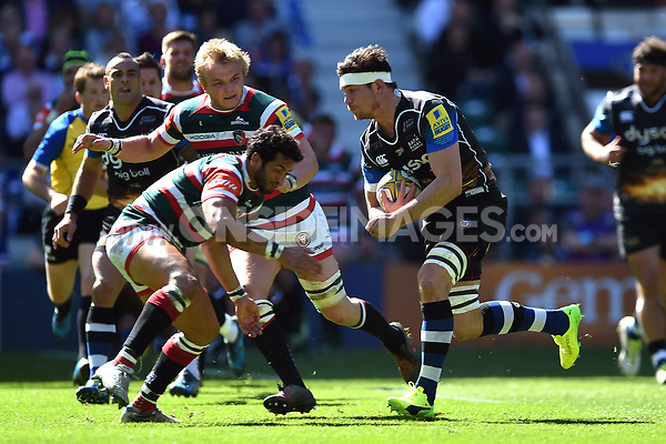 Francois Louw of Bath Rugby goes on the attack. The Clash, Aviva Premiership match, between Bath Rugby and Leicester Tigers on April 8, 2017 at Twickenham Stadium in London, England. Photo by: Patrick Khachfe / Onside Images