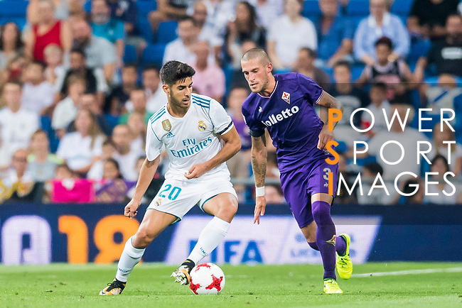 Marco Asensio Willemsen (l) of Real Madrid fights for the ball with Cristiano Biraghi of ACF Fiorentina during the Santiago Bernabeu Trophy 2017 match between Real Madrid and ACF Fiorentina at the Santiago Bernabeu Stadium on 23 August 2017 in Madrid, Spain. Photo by Diego Gonzalez / Power Sport Images