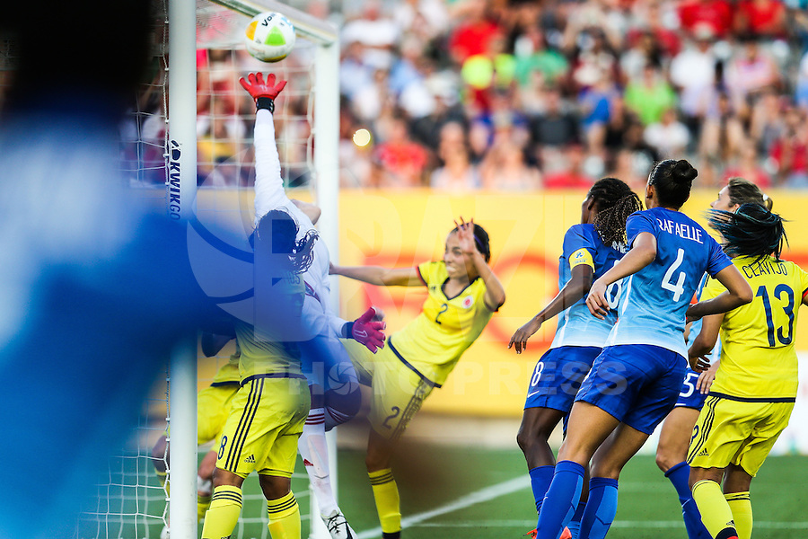 HAMILTON, CANADA, 25.07.2015 - PAN-FUTEBOL - Maurine do Brasil marca gol olimpico durante partida contra a Colombia em partida da final do futebol feminino nos jogos Pan-americanos no Estadio Tim Hortons em Hamilton no Canadá neste sábado, 25.  (Foto: William Volcov/Brazil Photo Press)