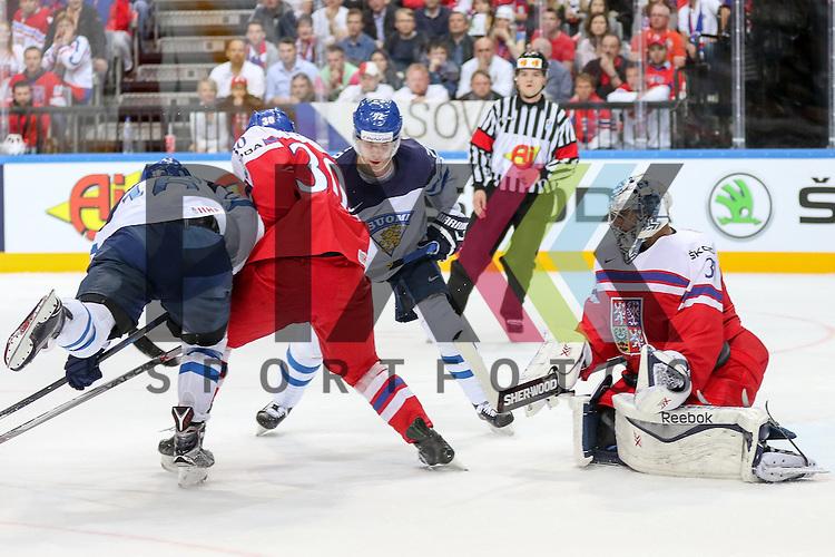 Tschechiens Pavelec, Ondrej (Nr.31)(Winnipeg Jets) verteidigt mit Tschechiens Krejcik, Jakub (Nr.30)(Orebro HK) gegen Finnlands Donskoi, Joonas (Nr.72)(Karpat Oulu) und Finnlands Barkov, Aleksander (Nr.16)(Florida Panthers)  im Spiel IIHF WC15 Czech Republic vs. Finland.<br /> <br /> Foto &copy; P-I-X.org *** Foto ist honorarpflichtig! *** Auf Anfrage in hoeherer Qualitaet/Aufloesung. Belegexemplar erbeten. Veroeffentlichung ausschliesslich fuer journalistisch-publizistische Zwecke. For editorial use only.