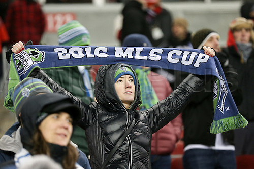 10.12.206. Toronto, ONT, Canada. MLS Football League Cup. Seattle Sounders fan holds up her scarf at the MLS Cup Finals between Seattle Sounders and Toronto FC of the MLS Cup Final on December 10, 2016, at BMO Field in Toronto, ON, Canada.
