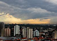 SAO PAULO, SP, 06 DE JANEIRO 2012. CLIMA TEMPO. Vista do bairro do Jabaquara, regiao sul de P, no inicio da noite desta sexta-feira, 6. FOTO MILENE CARDOSO - NEWS FREE
