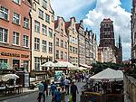 Ulica Piwna w Gdańsku, w tle Bazylika Mariacka