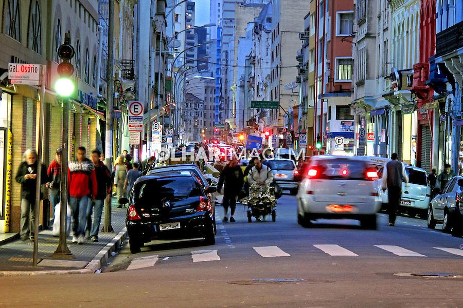 Rua Santa Efigênia. Rua comercial. São Paulo. 2009. Foto de Juca Martins.