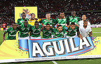 MEDELLIN - COLOMBIA - 7-JUNIO-2015: Formacion  del Deportivo Cali que gano el campeonato nacional de futbol Liga Aguila 2015-1  contra el Independiente Medellin durante  partido de vuelta de la final  de La lIga Aguila 2015-I jugado en el estadio Atanasio Girardot de la ciudad de Medellin. /. Team of  Deportivo Cali  champion  against Independiente Medellin during  the second leg of the final played in the Atanasio Girardot stadium in the city of Medellin.Photo: VizzorImage / Felipe Caicedo / Staff.