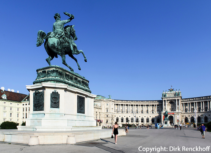 Denkmal Erzherzog Karl auf dem Heldenplatz, dahinter Neue Hofburg, Wien, &Ouml;sterreich, UNESCO-Weltkulturerbe<br /> archduke Karl on Heldenplatz and Neue Hofburg, Vienna, Austria, world heritage