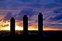 SAO PAULO, SP, 11 DE JANEIRO DE 2013, CLIMA TEMPO.  Por do sol visto da cidade de Sao Paulo na regiao do Jardim Marajoara, zona sul, no fim de tarde desta sexta feira. FOTO: ANDREIA TAKAISHI / BRAZIL PHOTO PRESS.